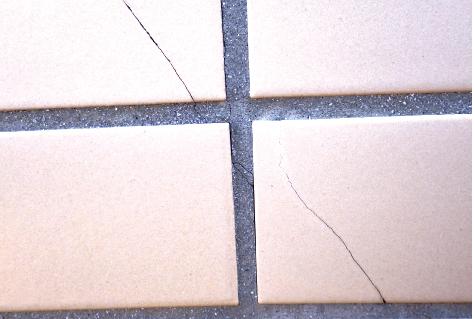 外壁タイルの割れ